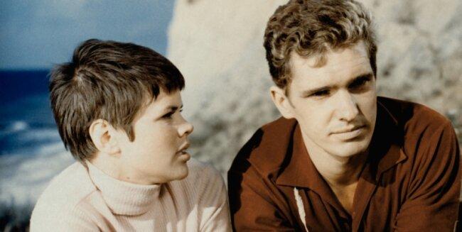 """1. Platz: """"Heißer Sommer"""". Chris Doerk als Stupsi und Frank Schöbel als Kai in dem Streifen, der von Kritikern verrissen und vom Publikum geliebt wurde."""