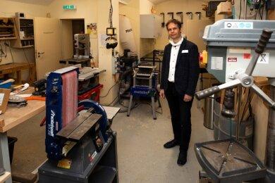 Einrichtungsleiter Endrik Böhle in der Werkstatt, über deren Geräuschpegel diskutiert wurde.
