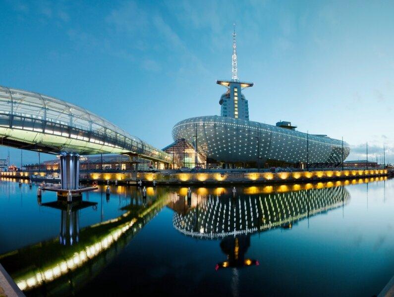 Klimahaus und Atlantic Hotel Sail City prägen seit 2009 die Silhouette von Bremerhaven.