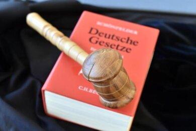 Das Amtsgericht Zwickau hat am Donnerstag in einem beschleunigten Verfahren zwei Männer wegen Diebstahls zu Freiheitsstrafen verurteilt.