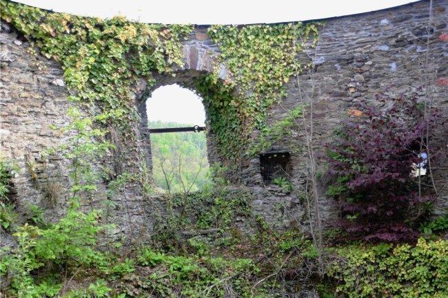 Der obere Teil des Hungerturms. Er ist einer von vier Türmen der früheren Elsterberger Burg und der einzige ohne Dach. Nun soll er ein Dach und eine Aussichtsplattform erhalten.