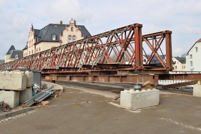 Die Behelfsbrücke für Fußgänger wurde bereits angeliefert. Ab dem heutigen Montag wird sie montiert.