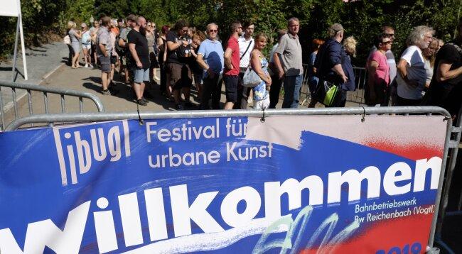 Das Kunstfestival Ibug findet noch bis zum 1. September im Bahnbetriebswerk statt.