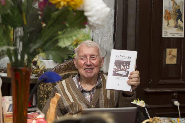 Jean-Curt Röder und sein druckfrisches Buch.