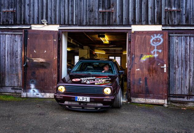 Es gibt immer was zu tun: An den Wochenenden schraubt Wimmer an den Autos von Freunden und Bekannten.