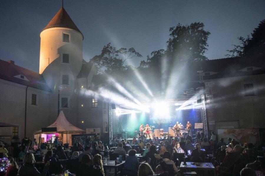 Die Freiberger Sommernächte, hier das Taschenlampenkonzert der Band Rumpelstil in der vergangenen Woche, sind trotz schwieriger Bedingungen erfolgreich verlaufen.