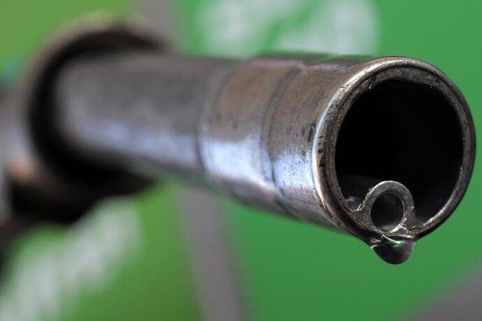 Autofahrer sparen Milliarden beim Sprit