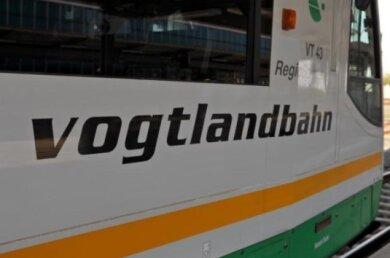 Sturmtief Yulia hat am Sonntagabend den Verkehr der Vogtlandbahn beeinträchtigt.
