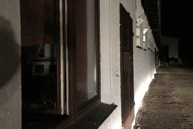 Der Besitzer des Reitstalls musste mit Verbrennungen mit dem Hubschrauber ins Krankenhaus gebracht werden.