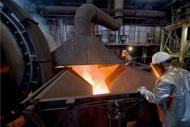 Galvanikschlämme und metallische Rückstände werden im Werk der Nickelhütte Aue eingeschmolzen. Die aus der Schmelze gewonnenen Nichteisen-Metallkonzentrate werden hier unter anderem zu Nickel-, Kobalt- und Kupferchemikalien veredelt. Der Auer Spezialbetrieb mit jahrhundertelanger Tradition ist ständig auf der Suche nach neuen Verwertungsmöglichkeiten für komplexe Abfälle.