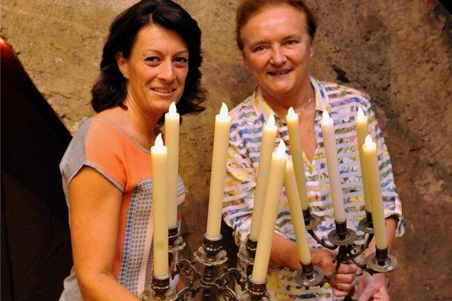 """Museumspädagogin Claudia Glashauser und Evelyn Jugelt, die Vorsitzende des Förderkreises Schloss Augustusburg, zählen zu den Gastgebern der """"Kurfürstlichen Landpartie"""" am 8. September. Dafür muss man sich anmelden."""