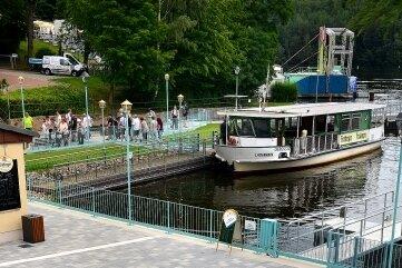 Nahe der neuen Uferpromenade im Hafen der Talsperre legen auch die Fähren ab.