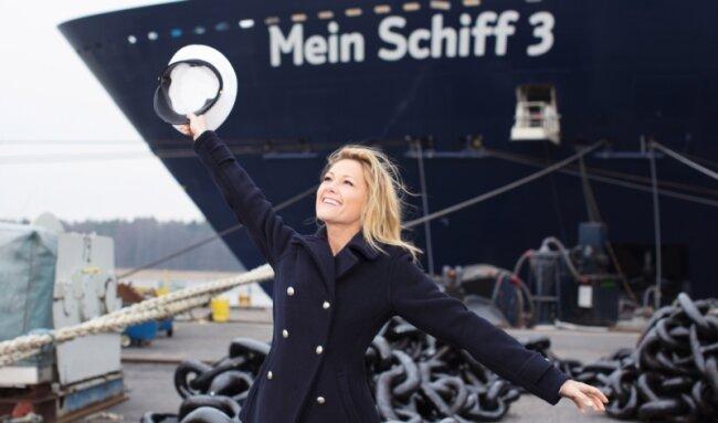In diesem Outfit sieht man Helene Fischer eher selten. Als Taufpatin der Mein Schiff 3 machte sie voriges Jahr aber auch damit eine gute Figur.