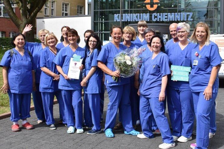 Pflegekräfte der Station K 111 wurden am Dienstag mit einem Preis ausgezeichnet. Sie vertreten Sachsen nun bei der bundesweiten Abstimmung zu den beliebtesten Pflegeprofis.