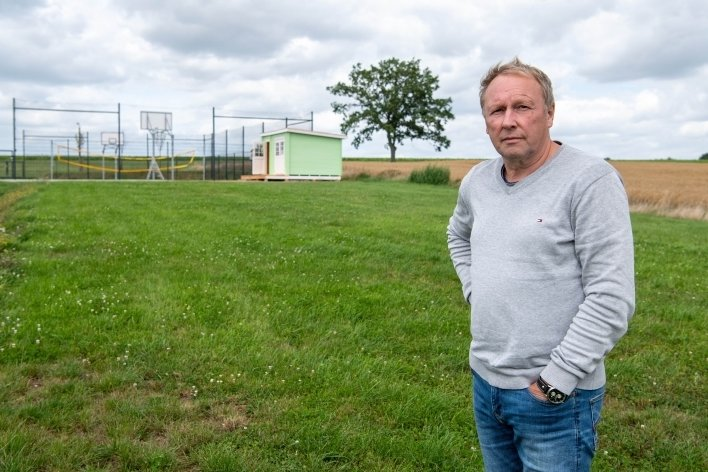 Andreas Wagner, Präsident des SV Union Milkau, will für die neue Beachvolleyballanlage, die am Sportplatz entstehen soll, kämpfen - notfalls auch ohne Fördermittel vom Landkreis.