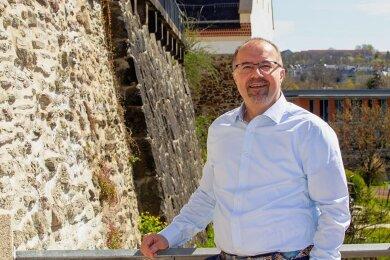 Steffen Zenner an seinem Lieblingsort in Plauen, dem Pfortengässchen in der Alten Stadtmauer direkt der Stadtkirche St. Johannis.