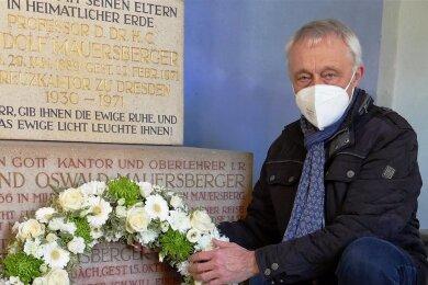 Mit diesem Kranz und einer kurzen Rede gedachte Johannes Stuhlemmer des bekannten Kirchenmusikers Rudolf Mauersberger.