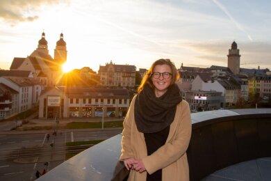Silvia Queck-Hänel will Plauener Oberbürgermeisterin werden. Die ehemalige Chefin des Ordnungsamtes stellte sich am Freitag den Medien und hatte beim Open-Air-Termin den Wettergott Petrus auf ihrer Seite.