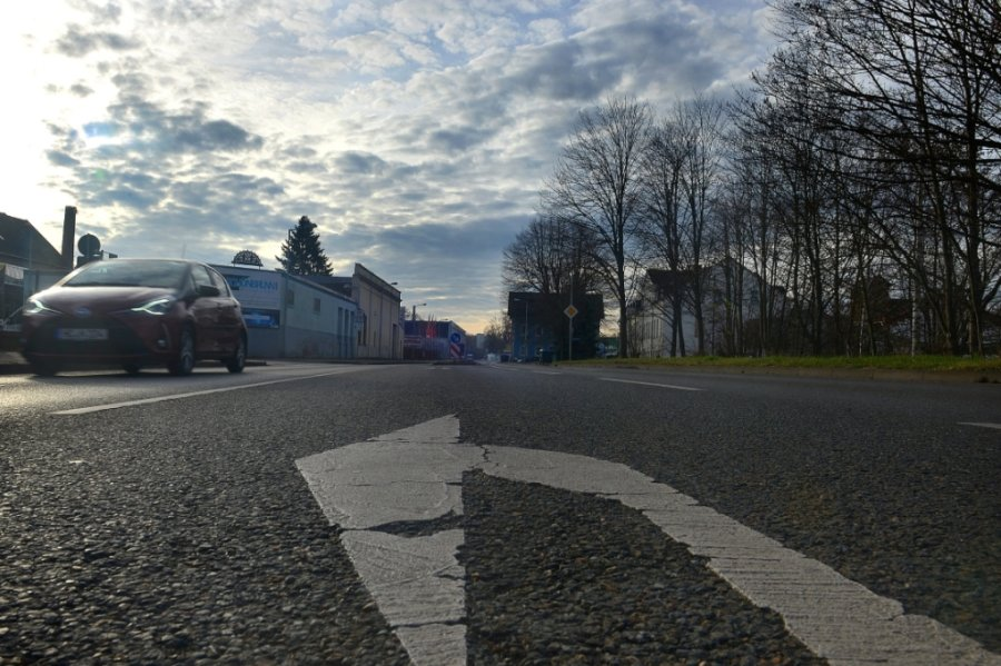 Die B 169 in der Ortslage Frankenberg: Wegen Schäden am Asphalt soll die Bundesstraße im kommenden Jahr saniert werden.