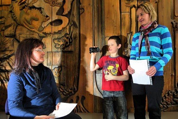Schwarzenbergs Hauptamtsleiterin Sylvia Mack wurde von Tommy Schönfelder und Claudia Schneider für einen Videofilm interviewt.