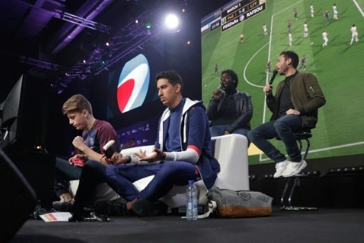 Die Fifa-Spieler voll fokussiert bei der Arbeit