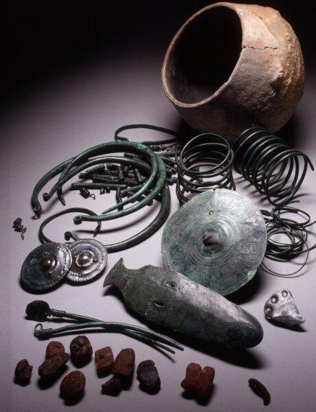 """<p class=""""artikelinhalt"""">Der Depotfund von Kyhna aus der Bronzezeit: Aus dieser Epoche gibt es besonders viele Objekte.</p>"""