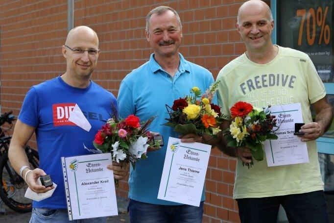 Alexander Kreil, Jens Thieme und Thomas Schmidt (von links) haben Auszeichnungen des Handballverbandes Sachsen erhalten.