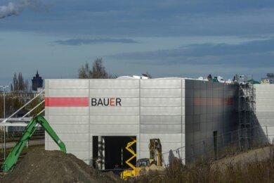 In weniger als zwei Monaten soll der Anbau an das Logistikzentrum in Betrieb gehen.