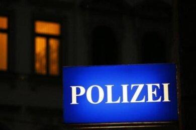 Auf der Pausaer Straße/Ecke Lange Straße in Plauen hat ein alkoholisierter Lkw-Fahrer (57) am Mittwoch einen Verkehrsunfall mit hohem Sachschaden verursacht.