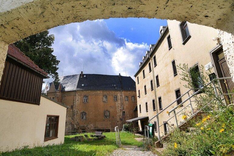 """<p class=""""artikelinhalt"""">Sollte die Stadt Frankenberg das Projekt """"Jugendhütte"""" schnell umsetzen, dann könnte bereits in wenigen Wochen etwas Leben einziehen im Gelände des Schlosses Sachsenburg. </p>"""