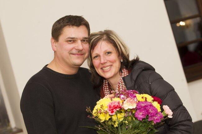 Steffen Raab freute sich am Abend mit Ehefrau Birgit über seine klare Wiederwahl als Weischlitzer Bürgermeister.