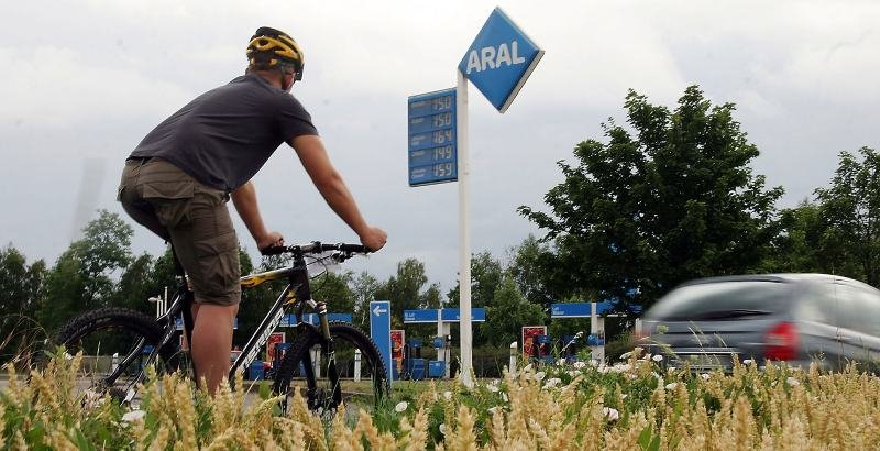"""<p class=""""artikelinhalt"""">Schön, wenn man bei den derzeitigen Kraftstoffpreisen an der Tankstelle vorbei radeln kann.</p>"""