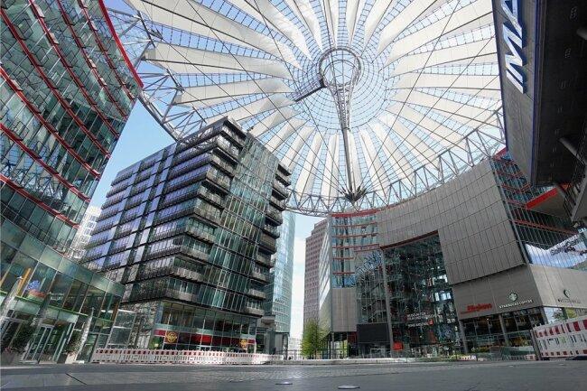 """Ein prominentes Beispiel für einen """"Share Deal"""", bei dem die Grunderwerbssteuer umgangen wird, ist der Verkauf des Berliner Sony-Centers (Foto) am Potsdamer Platz im Jahr 2017."""