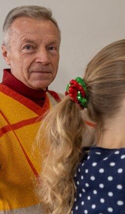 Jürgen Baumann springt regelmäßig als Vertretungskraft für Schulbegleitung ein. Speziell in diesem Bereich sucht der Autismusverein Vogtland noch weitere Unterstützung.
