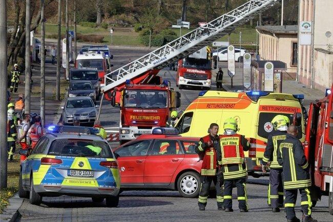 Auf der Rosa-Luxemburg-Straße in Glauchau ist es am Donnerstagvormittag zu einem Großeinsatz der Rettungskräfte gekommen.