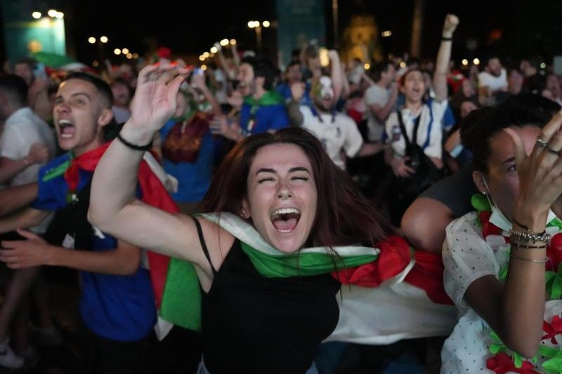 Italiens Fans feiern am Sonntagabend den EM-Titelsieg in Rom.