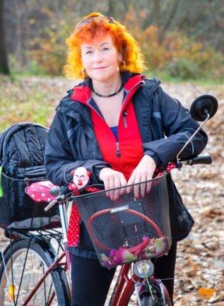 Conny Schmerler mit ihrem Fahrrad auf dem Radweg zwischen Flöha und Niederwiesa. Der aktuelle Lockdown trifft sie sehr hart.
