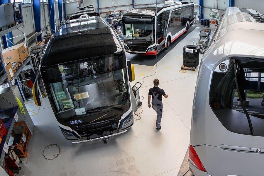 Blick in eine MAN-Halle in Plauen. Die Plauener haben sich mit Spezialaufträgen bei der Ausstattung von Bussen und Vans einen guten Ruf erarbeitet. Der Investor aus Ilmenau sieht große Schnittmengen für die eigene Produktion, bei der es auch um Sonderausrüstungen von Fahrzeugen geht.