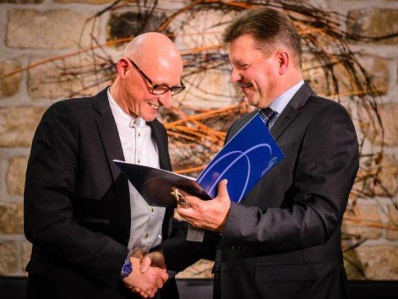Bert Wendsche (parteilos, r.), Oberbürgermeister von Radebeul, und Dr. Jörg Bernig.