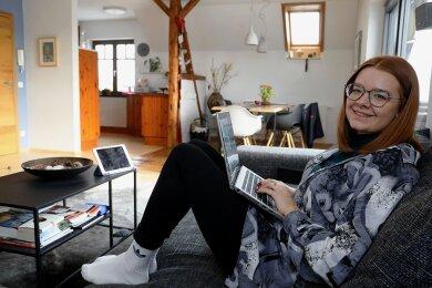 Clara Müller aus Hermsdorf in der Vorlesung zu Hause bei den Eltern.