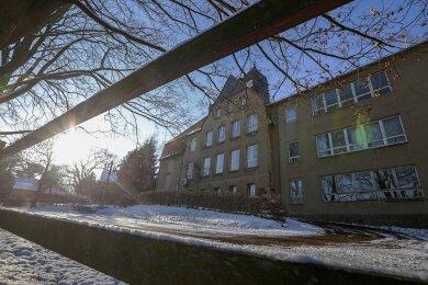 Die Grundschule im Limbach-Oberfrohnaer Ortsteil Wolkenburg ist seit langem geschlossen.