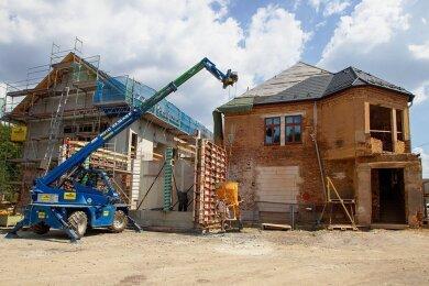 Die neue Kindertagesstätte entsteht auf dem Areal der Hempelschen Fabrik. Das Foto entstand im Spätsommer des vergangenen Jahres. Mittlerweile sind die Bauarbeiten deutlich vorangeschritten.