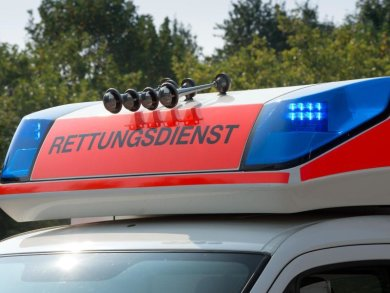 Blaulicht an einem Fahrzeug des Rettungsdienstes.