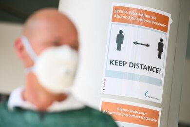Die Landesregierung will bei künftigen Pandemien einen sogenannten Gesundheitsnotstand ausrufen können, um den öffentlichen Stellen mehr Vollmachten zur Krisenbewältigung zu garantieren.