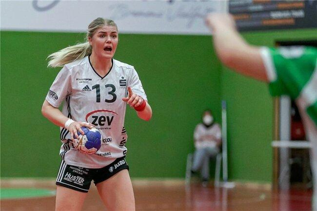 """Pia Adams besetzt beim BSV Sachsen Zwickau die Position Rückraum Mitte. Eine Position, bei der auch """"viel Kopfarbeit"""" gefragt ist."""