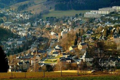 Blick auf Klingenthal, rechts oben ein Teil des Neubaugebietes, wo es noch viele städtische Wohnungen gibt.