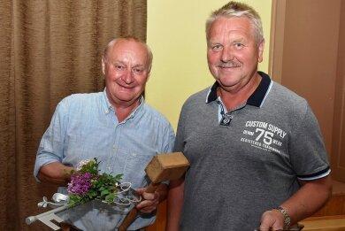 Christoph Stölzel (links) war 14 Jahre lang Bürgermeister der Gemeinde Eichigt. Am Montag hat er das Amt offiziell an seinen gewählten Nachfolger Stephan Meinel übergeben. Er wird am 9. August vereidigt.