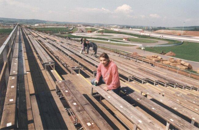 Sven Moselek, Student aus Waldenburg, gehörte im Mai 1996 zu den zahlreichen Helfern, die am Sachsenring auf den Tribünen die Sitzplätze montierten.