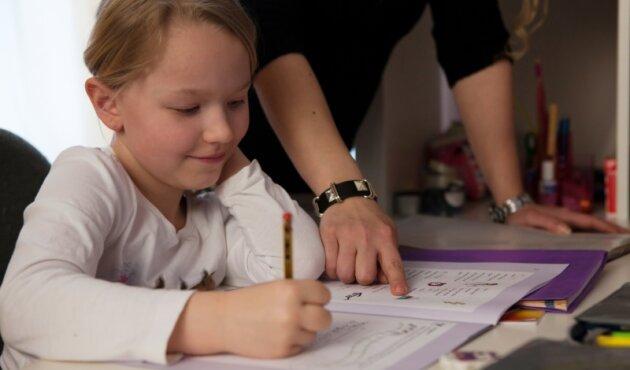 """""""Das hast du super gemacht."""" Wenn die Lust an den Aufgaben schwindet, baut Anerkennung die Kinder oft wieder auf."""