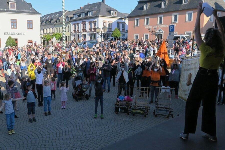 """Bündnis """"Wir sind Zwönitz"""" demonstriert vor 350 Besuchern die Vielfalt der Stadt"""